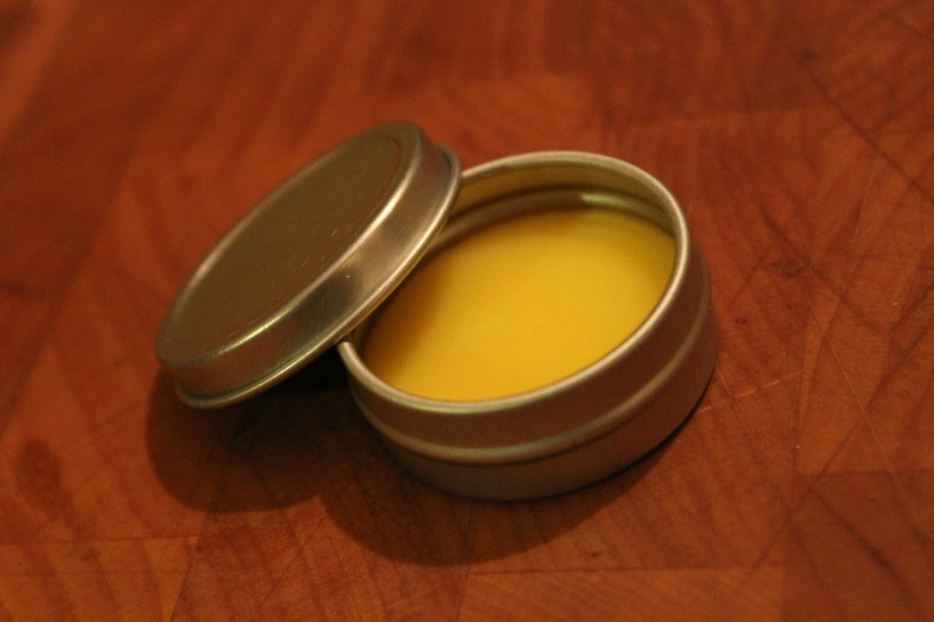 1 oz  lemongrass salve tin